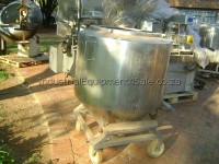 Photo: Used pot for sale - 500L on wheels